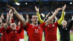 Bale celebra la clasificación de Gales para las semifinales de la Eurocopa. (Reuters)
