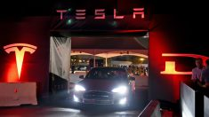 Coche de conducción automática Tesla. (Foto: Getty)