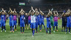 Los jugadores de Islandia celebran el pase a cuartos de la Euro. (Reuters)