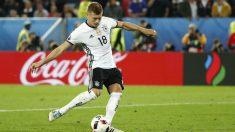 Toni Kroos anotó el primer penalti de Alemania. (Reuters)