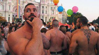 Varios participantes en la marcha del Orgullo en Madrid. (Foto: Enrique Falcón)