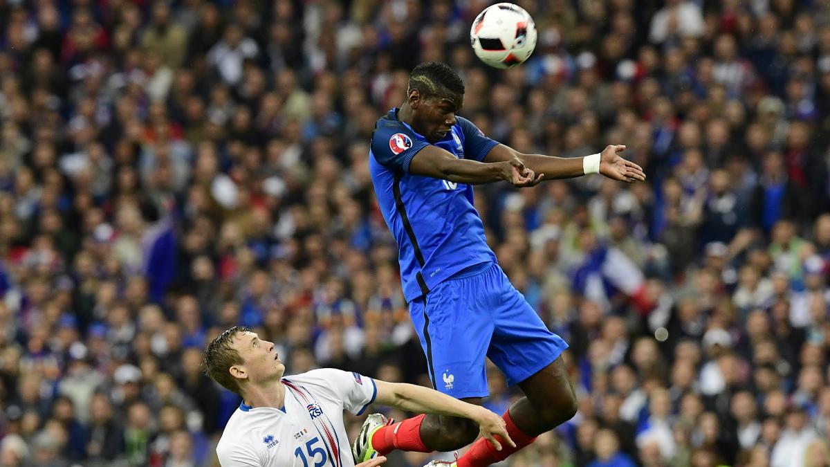 Pogba cabecea magistralmente a gol. (AFP)