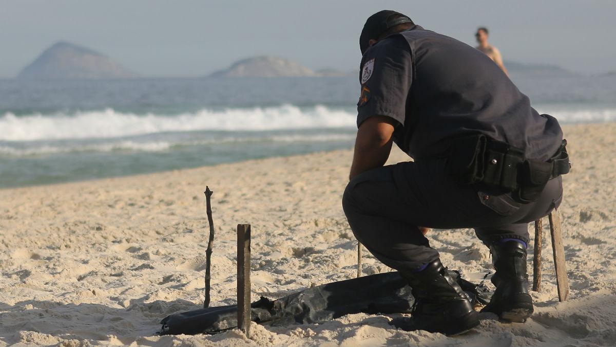 Un cuerpo mutilado fue encontrado en la playa de Copacabana. (Getty)