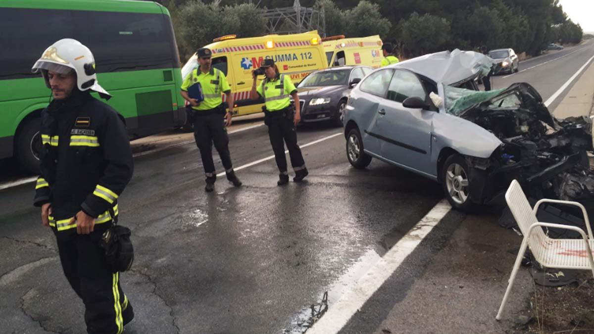 Así quedó el vehículo que chocó con un autobús (Foto: InfoEmergencias)