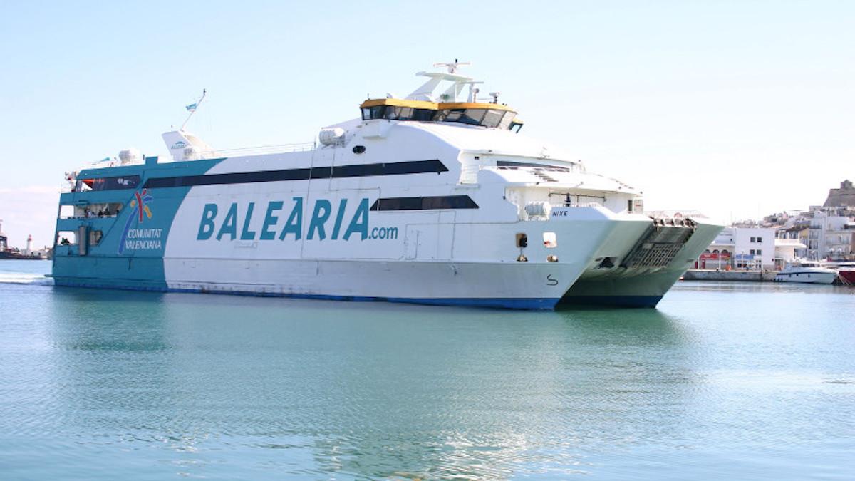 Barco de Baleària.