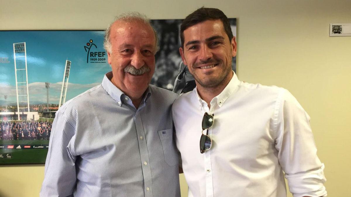 Casillas y Del Bosque en la Ciudad del Fútbol.
