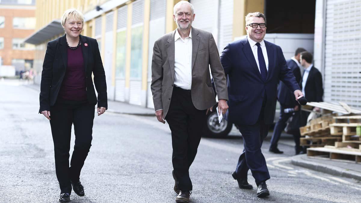 Angela Eagle, a la izquierda, asegura poder derrocar ya a Corbyn (Foto: Reuters)