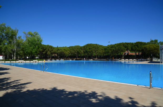 Carmena contrata a 170 personas para seis piscinas que for Piscina municipal pozuelo