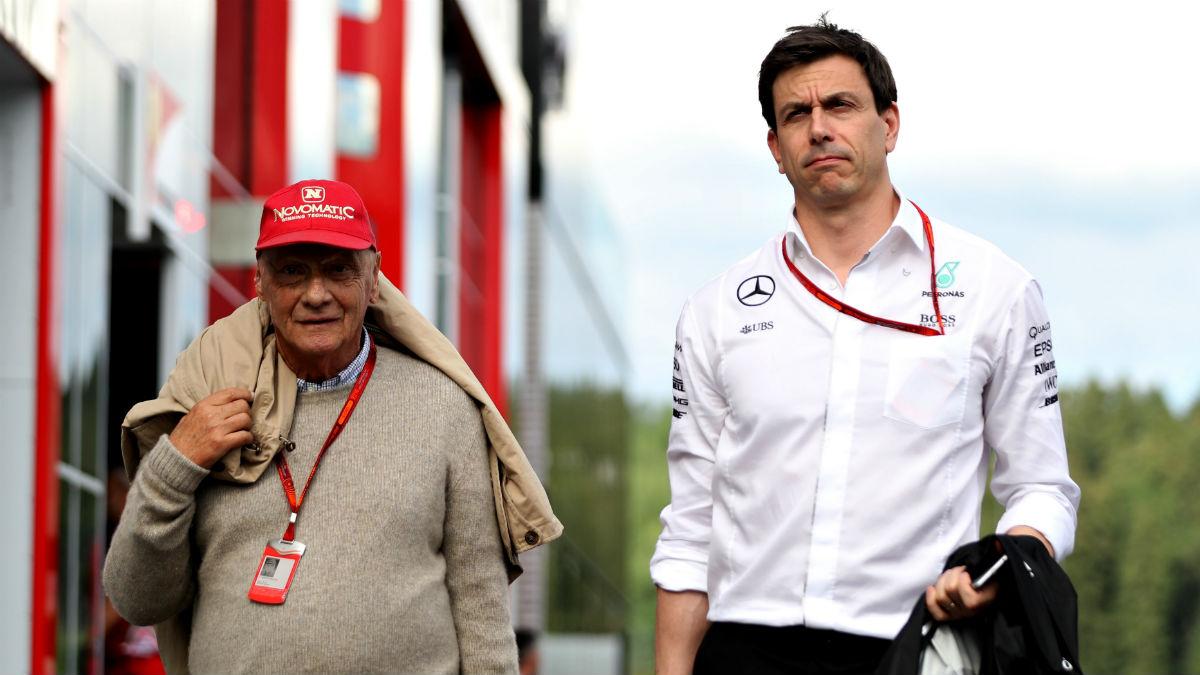 Desde las altas esferas de Mercedes se plantean dar órdenes de equipo desde ahora para evitar nuevos incidentes entre Hamilton y Rosberg. (Getty)