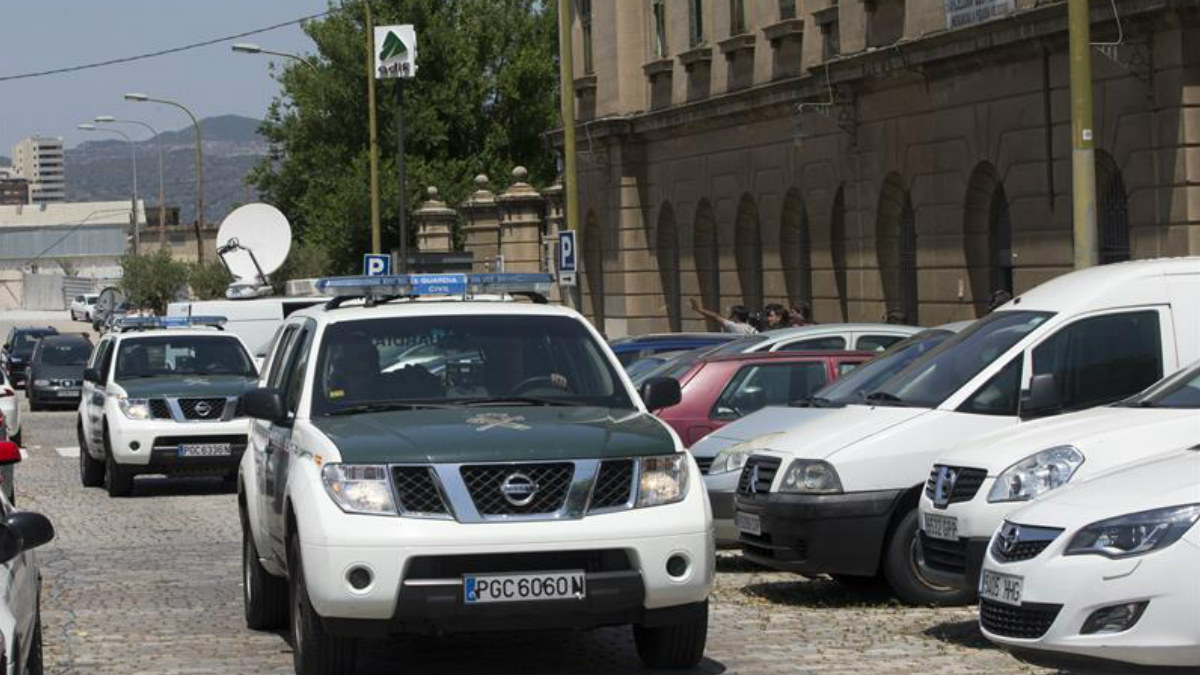 La Guardia Civil se encarga de proceder a los registros y a las detenciones dentro de la operación Termyca. (Foto: EFE)