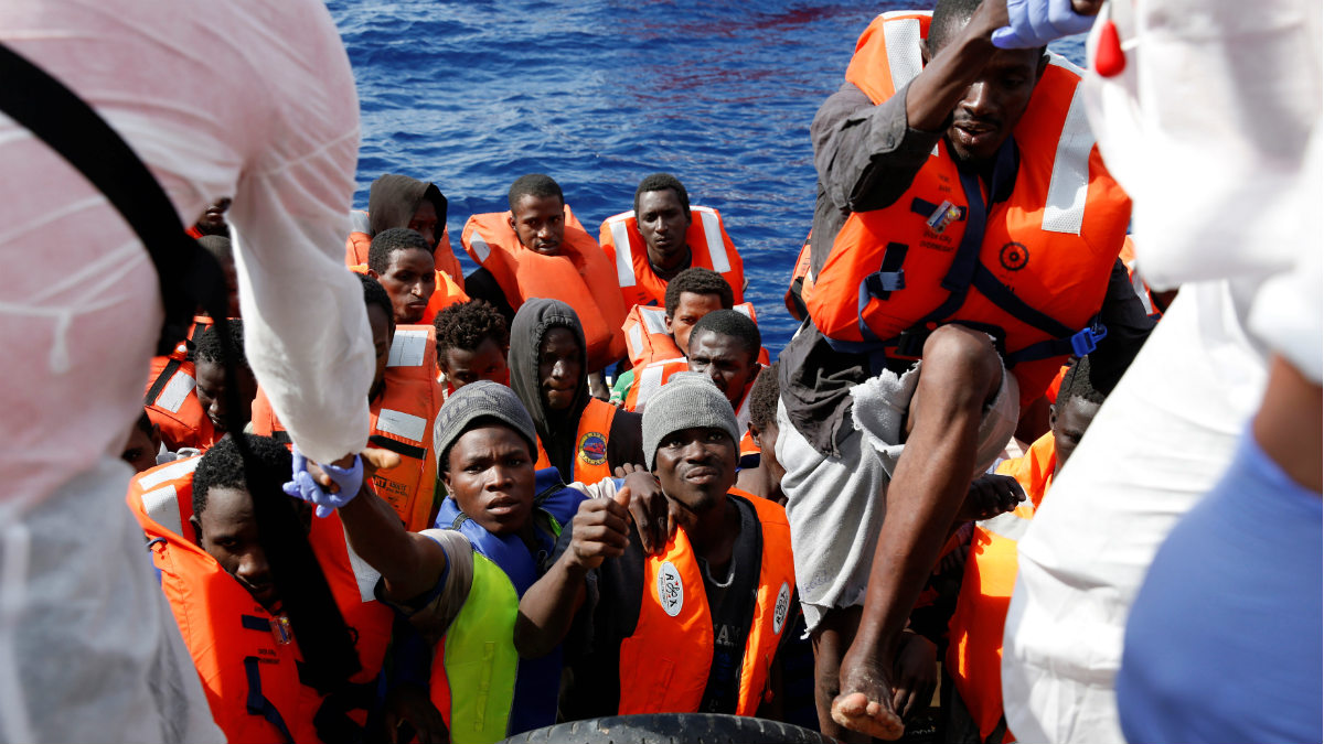 Varios inmigrantes son rescatados en el Mediterráneo procedentes de Libia. (Reuters)