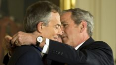 Tony Blair y George Bush. (Foto: AFP)