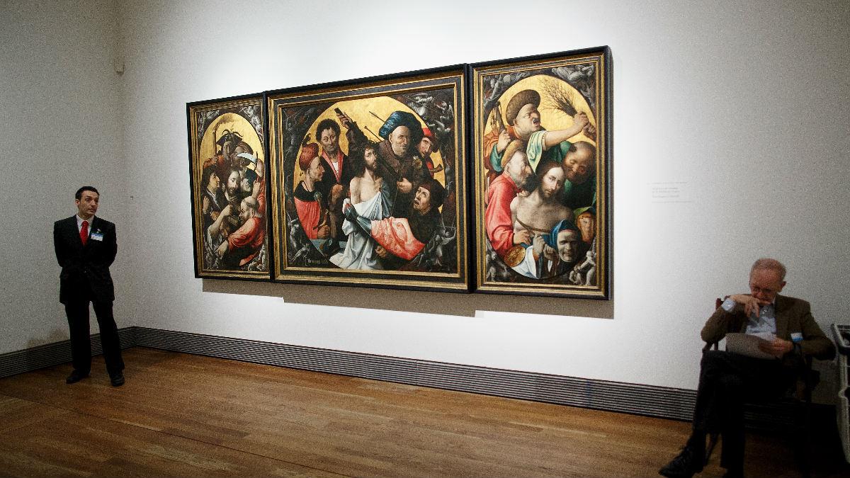 Un empleado del Museo del Prado vigila una de las salas. (Foto: Getty)