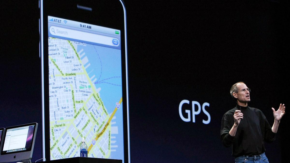 La marca Apple anunciaba en 2003 la incorporación de la tecnología GPS en sus móviles, algo que ha salvado muchas vidas desde entonces. (Foto: Getty)