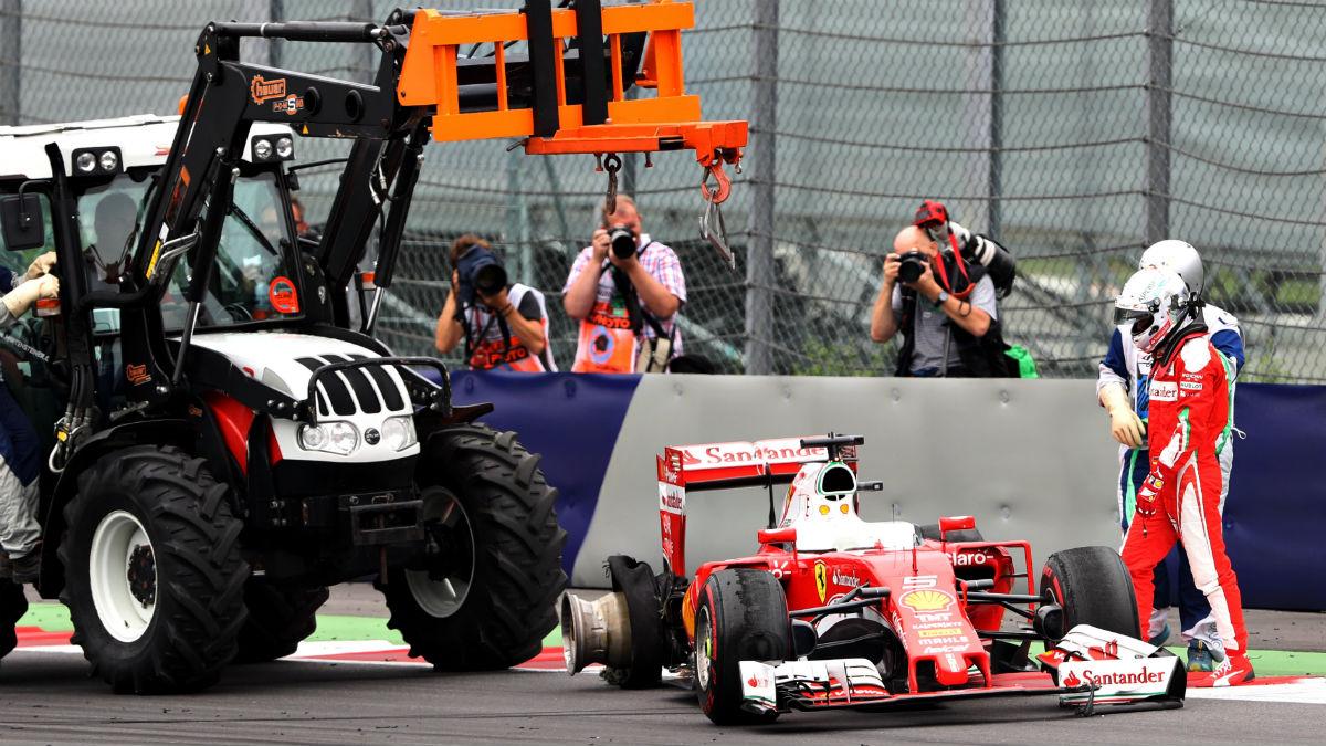 El abandono de Vettel en Austria fue causado por restos presentes en la pista, que provocaron el pinchazo de su neumático trasero derecho. (Getty)