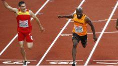 Hortelano entra segundo en la final de los 200 metros. (AFP)