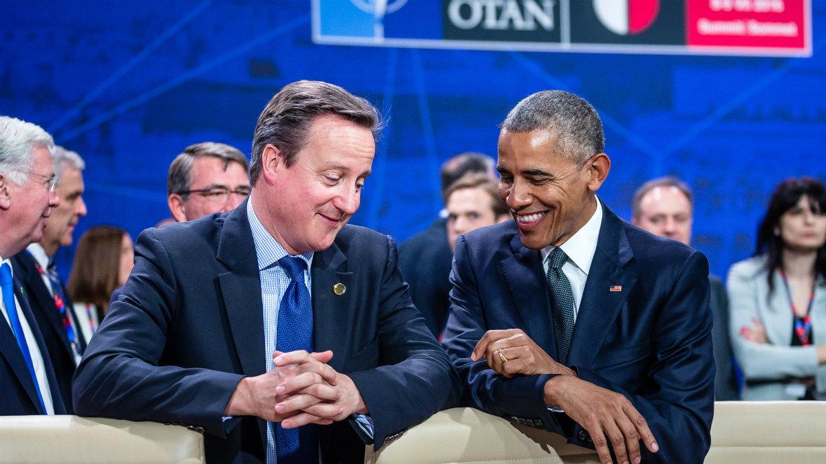 David Cameron y Barack Obama durante la cumbre de la OTAN en Varsovia. (AFP)