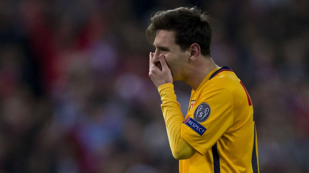 Messi se lamenta en un partido con el Barcelona. (Getty)