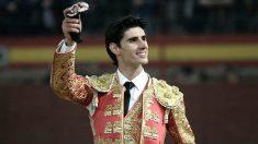 El torero Víctor Barrio en una de sus tardes de triunfo. (Foto: EFE)