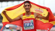 Fifa celebra su medalla de oro en la prueba de 5.000. (Getty)