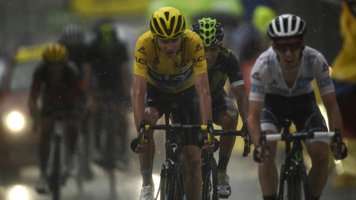 Froome entra en la meta con Nairo Quintana a rueda. (AFP)