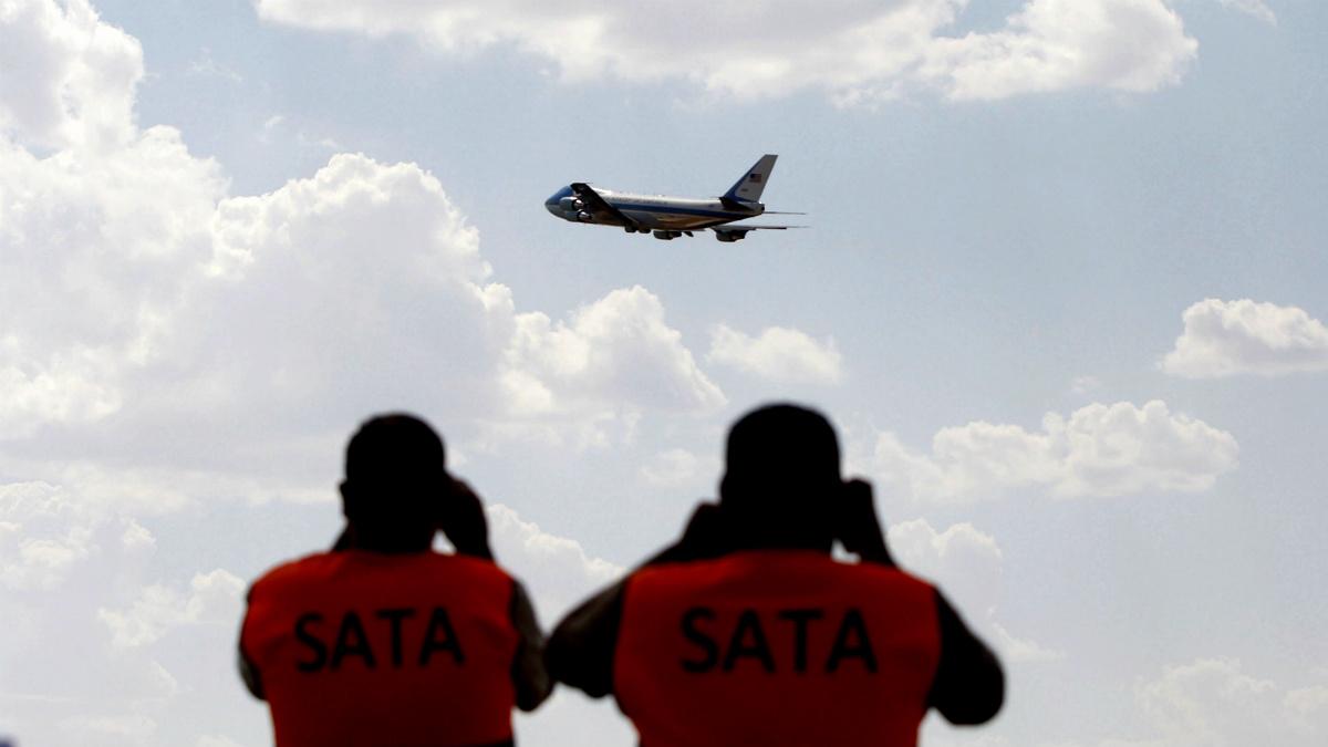El Air Force One de Barack Obama despega de suelo español. (EFE)