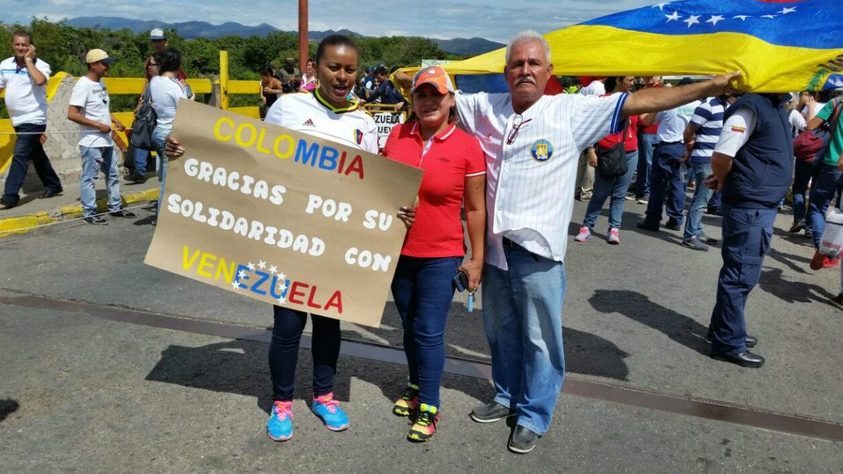 Ciudadanos venezolanos agradecen a Colombia la generosidad de sus habitantes con la crisis del país caribeño.