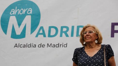 La exjueza Carmena con el logo de su partido. (Foto: GETTY)