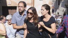 Raquel Sanz en el funeral en Sepúlveda. (Foto: EFE)