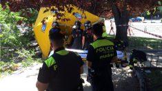 Los bomberos y el SAMUR atendieron al hombre en el camino de Vinateros (Moratalaz, Madrid).