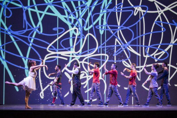 Los bailarines de Flying Steps usan el breakdance para poner en movimiento la música de Bach. (Foto: Red Bull Pool Content)