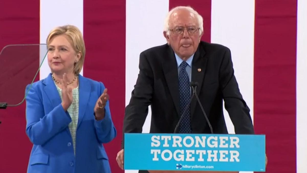 Bernie Sanders, en su discurso de apoyo a Hillary Clinton, en Portsmouth (New Hampshire).