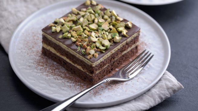 Pastel fácil de chocolate y pistachos