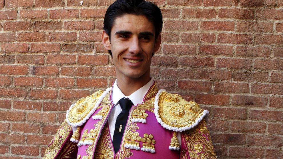 Víctor Barrio antes de saltar al ruedo. (Foto: EFE)