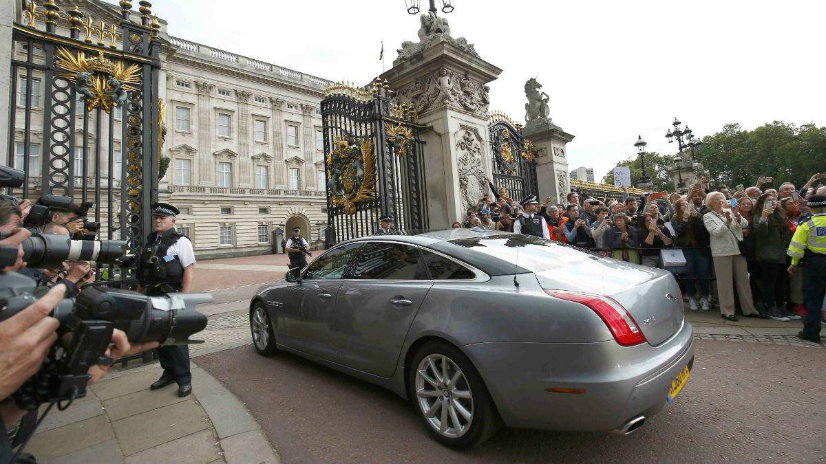 La entrada al Palacio de Buckingham en Londres. (Reuters)