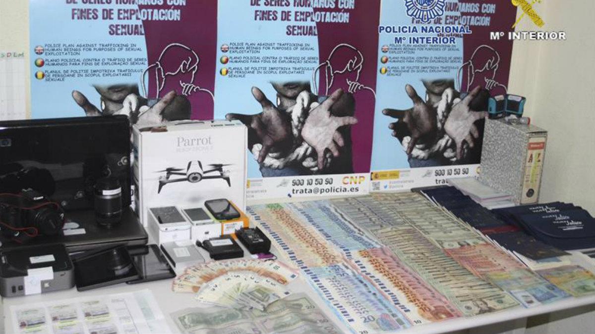 Este es parte del material incautado por la Guardia Civil en la operación contra la red de falsificación de moneda más grande de España. (Foto: EFE)