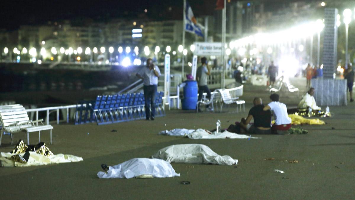 Cuerpos de las víctimas del ataque en Niza. (Foto: Reuters)