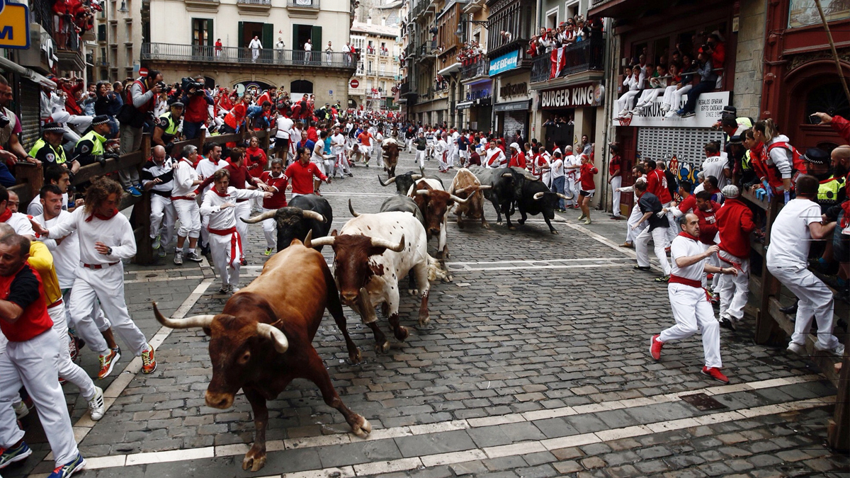 Los Miura por las calles de Pamplona. (Foto: EFE)