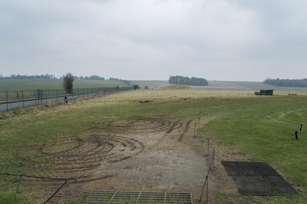 Al rededor del monumento megalítico de Stonehenge solo se ve campo verde. (Foto: O. Curtis)