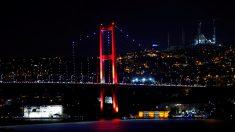 La policía ha cerrado el paso en los puentes sobre el Bósforo (Foto: Reuters)