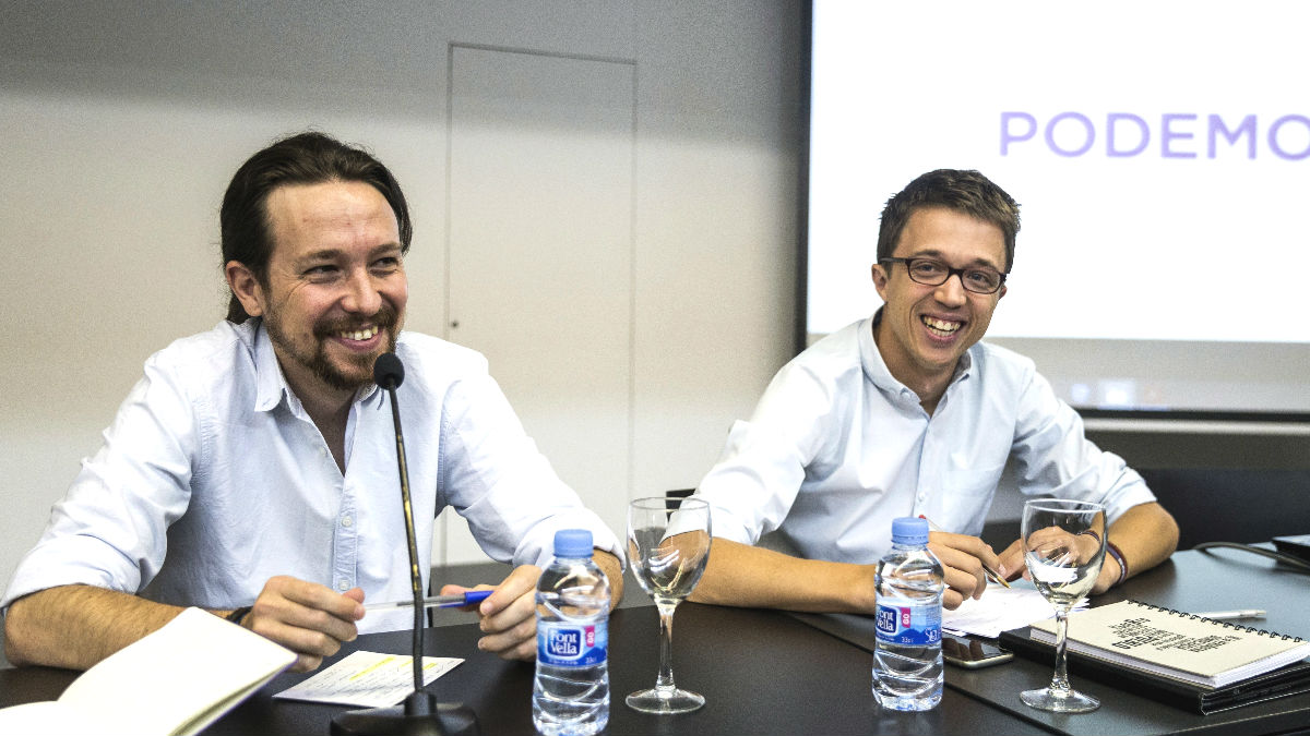 El líder de Podemos, Pablo Iglesias (i) y el director de campaña y secretario político, Íñigo Errejón (d) (Foto: Efe)