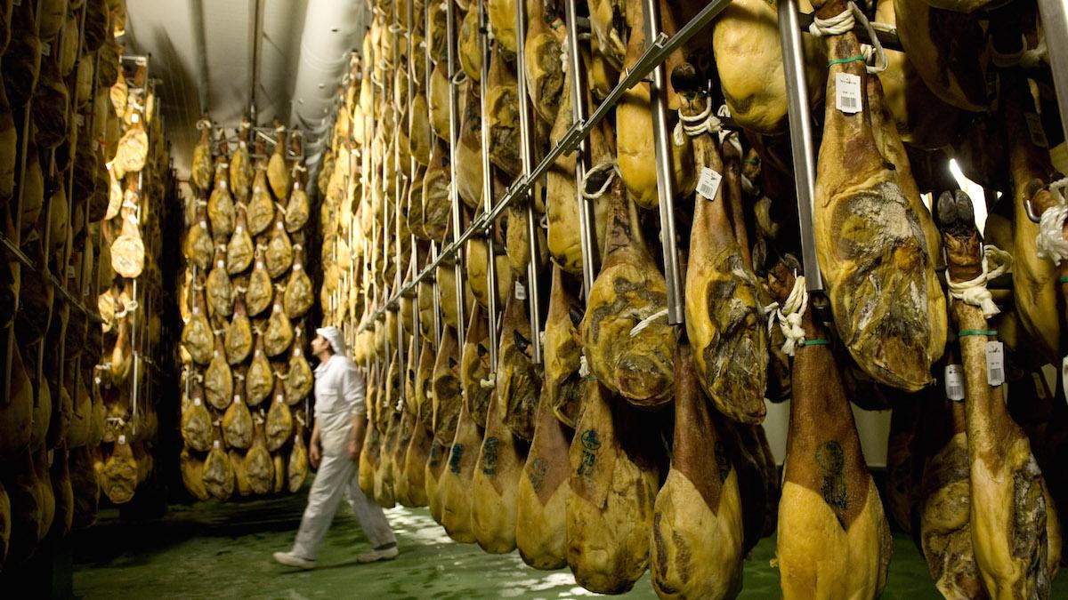 Fábrica de jamones en Salamanca (Foto:: GETTY).