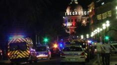 Las ambulancias, camino del Hotel Negresco, en la noche del 14J, en Niza.