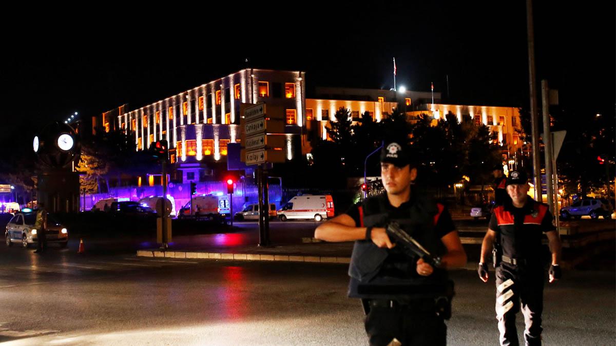 Un agente de policía en Ankara, capital de Turquía (Foto: Reuters)
