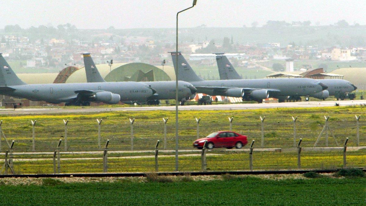Aviones cisterna de EEUU en la base aérea turca de Incirlik. (Foto: AFP)
