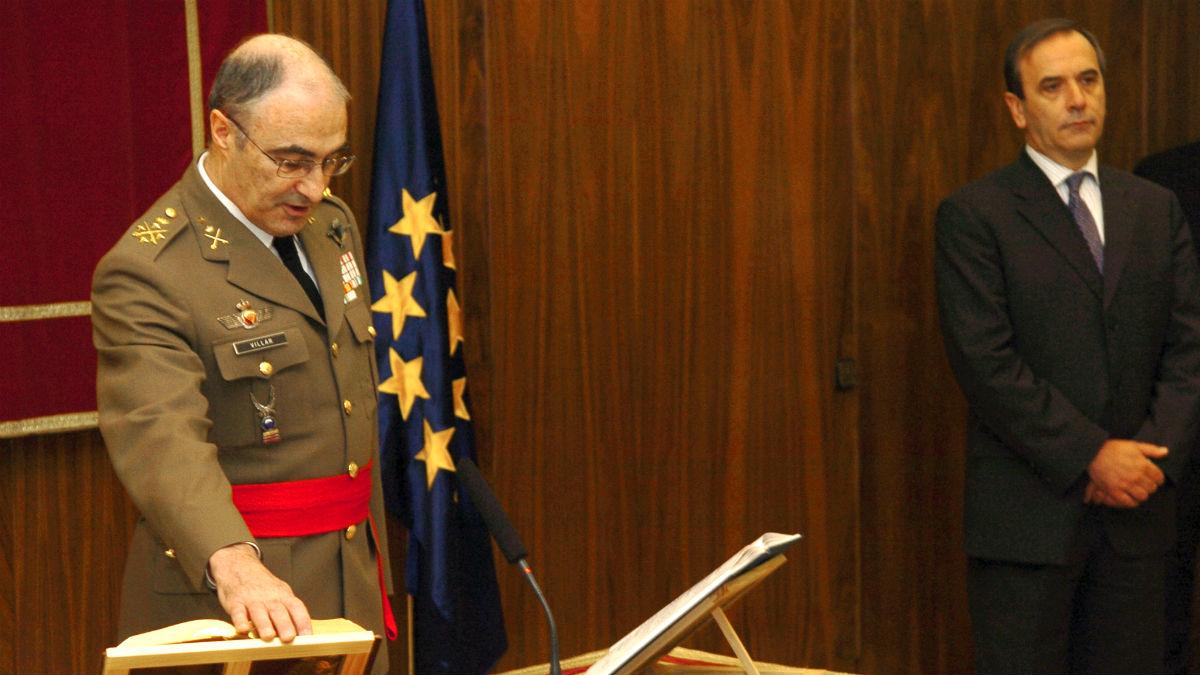 El general Villar Turrau jura el cargo de JEME ante el entonces ministro José Antonio Alonso (Foto: Ministerio de Defensa)