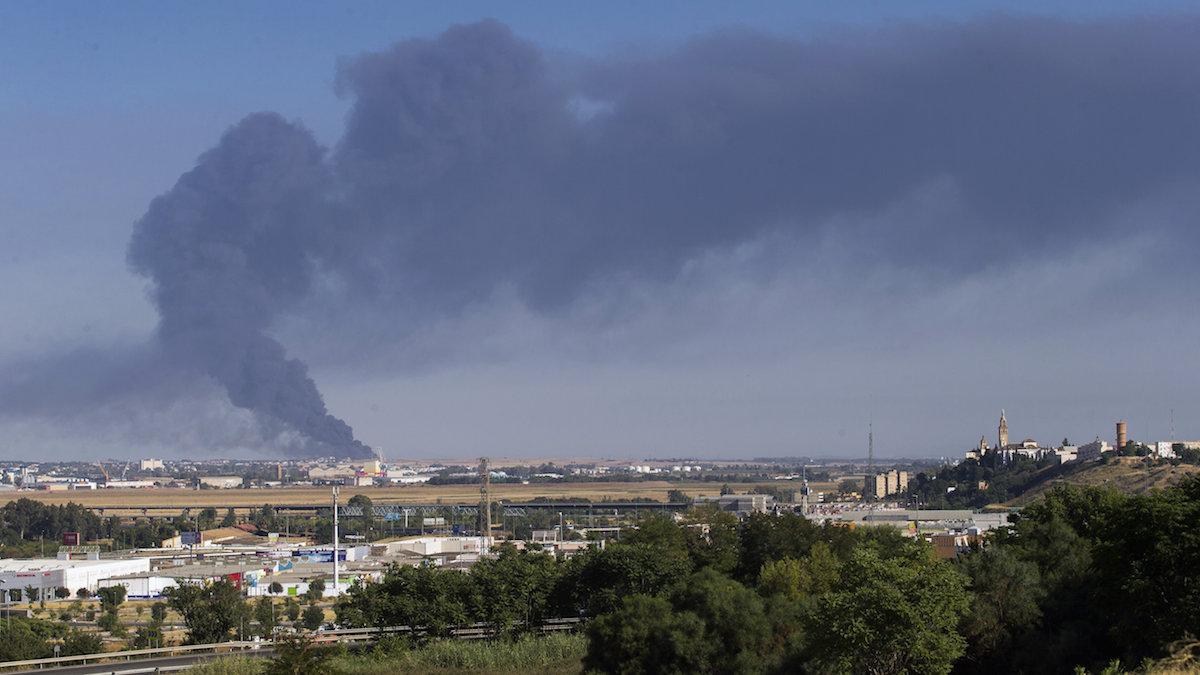 Incendio de la fábrica de Ybarra en Dos Hermanas (Foto: EFE).