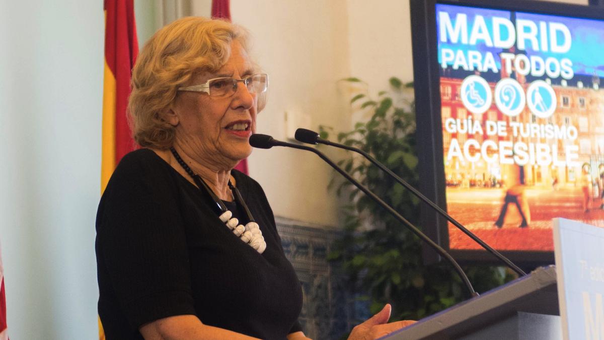 La alcaldesa este lunes presentando la guía de turismo accesible. (Foto: Madrid)