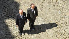 Bernard Cazeneuve y François Hollande. (Foto: AFP)