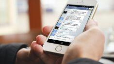 Los mensajes intercambiados por Iglesias y Monedero, en la pantalla de un móvil